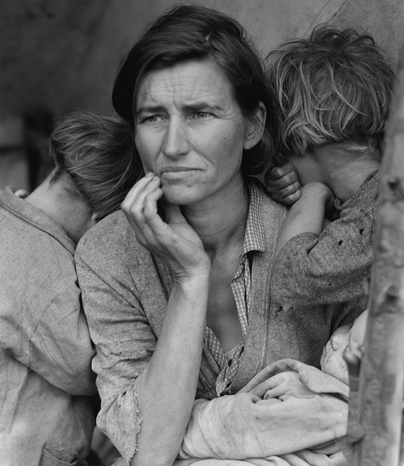 One of the most famous American photos of the 1930s, shows Florence Owens Thompson, mother of seven children, 32 years old, in Nipomo, California, March 1936, looking for a job or social aid to support her family.